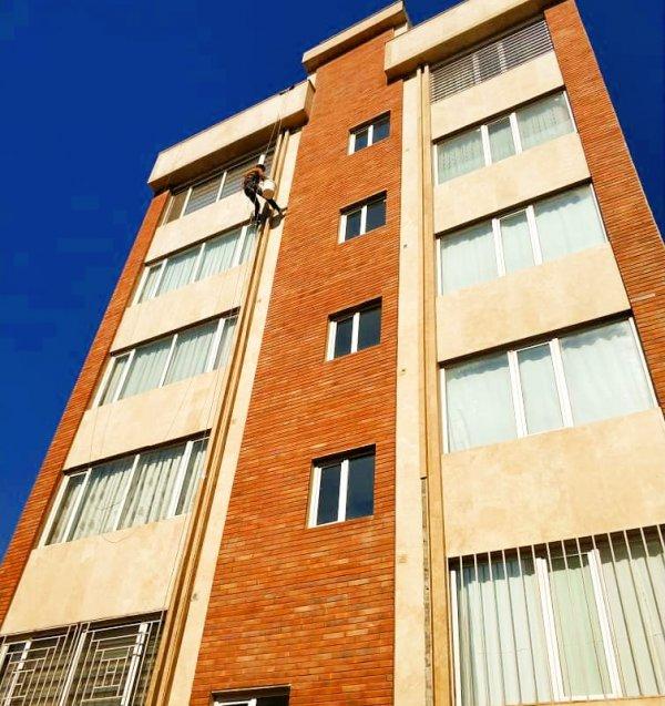 (ارتفاع کاران پَریز )پیچ رولپلاک سنگ نما.خدمات نمای ساختمان (زیگورات)