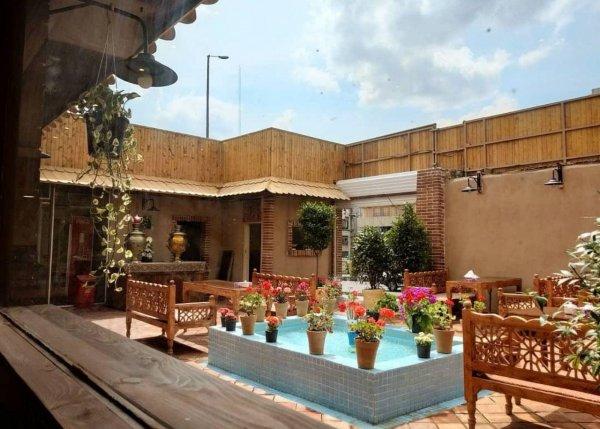 سفره خانه سنتی عمارت طهرون